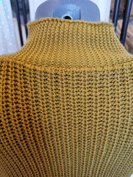 Maille robe pull moutarde.