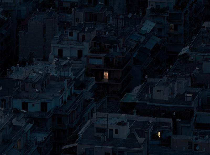 Alone Together, série de photographies prises dans les métropoles mondiales