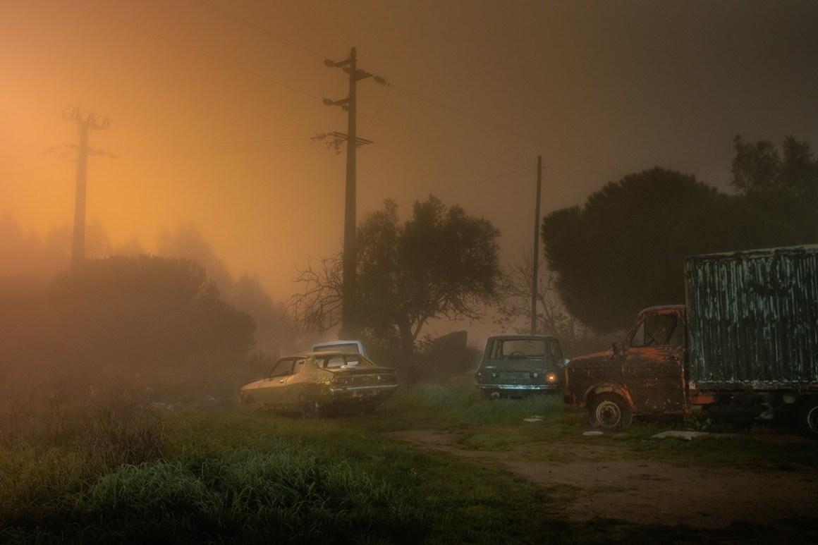 Terrain vague et voitures abandonnées