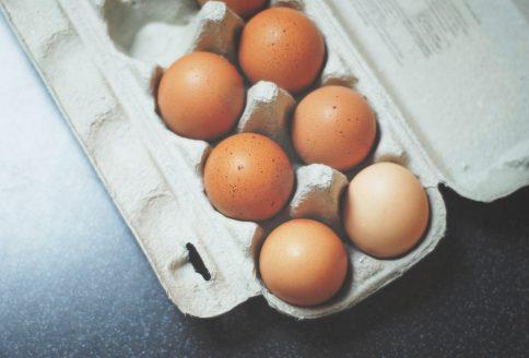 Eier in einer Eierschachtel