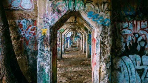 Mit Graffiti besprühte Wände