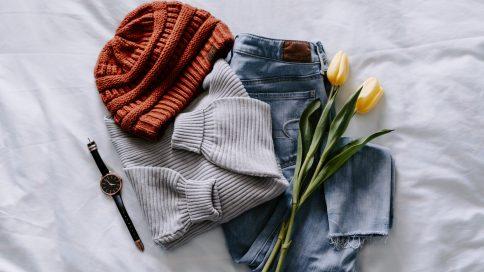 Schlichte Kleidungsstücke