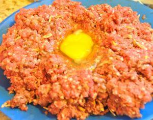 adding an egg to hamburgers for binding