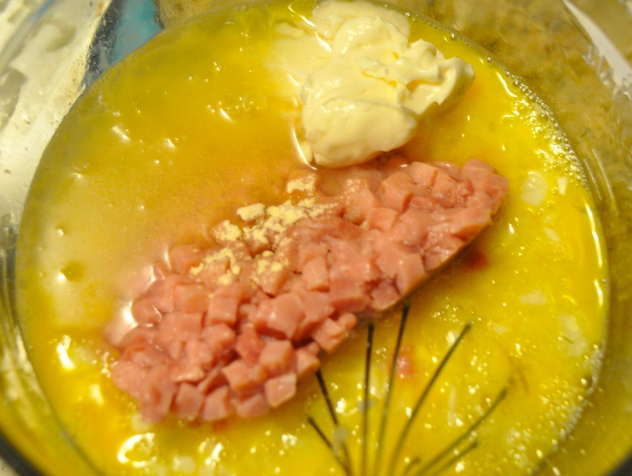 onion ham water mayo in eggs