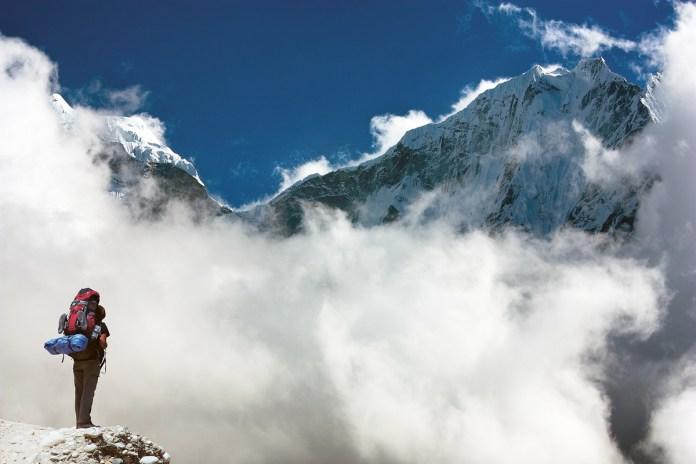 Kangtega-and-Thamserku-with-tourist---beautiful-mounts-above