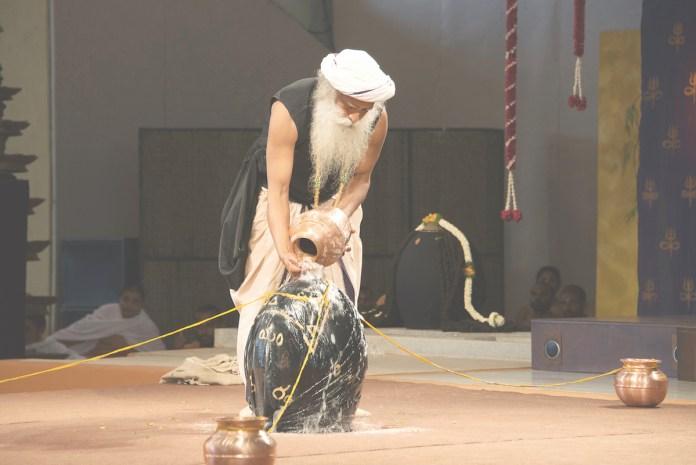 SADHGURU Consecrating Yogeshwar linga