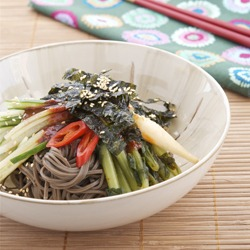 Cold Buckwheat Noodles with Chili Sauce
