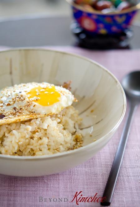 Korean express egg rice takes less than 5 minutes to make