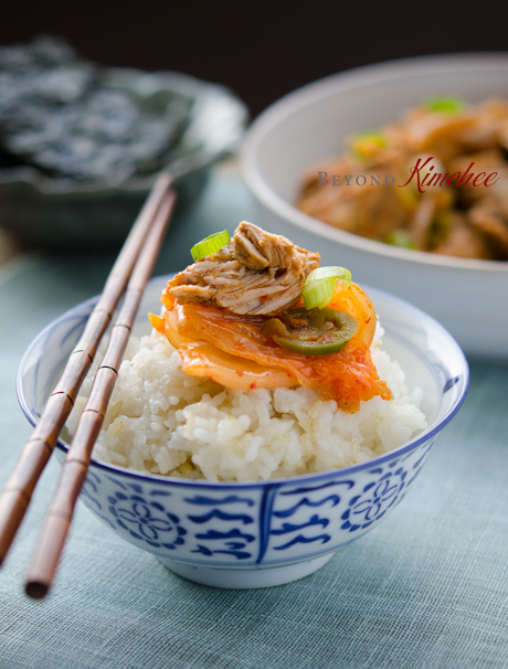 Serve braised pork ribs and kimchi with rice