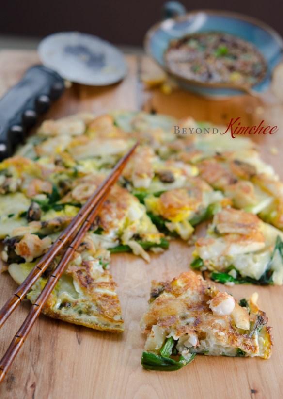 Korean scallion pancakes (haemul pajeon) has crisp texture.