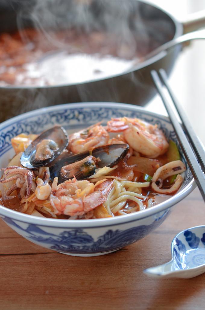 Jjamppong is Korean Spicy Seafood Noodle Soup.