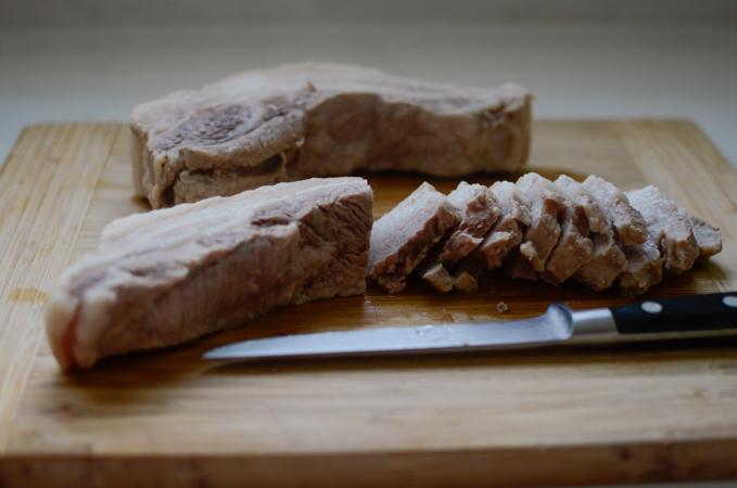 Bossam (Korean boiled porkBossam (Korean boiled pork)