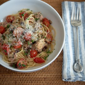 Quick pasta made with canned tuna and tomato