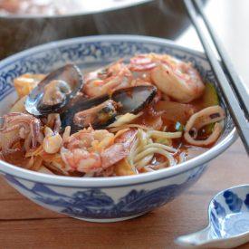 Korean spicy seafood noodle soup (Jjamppong)