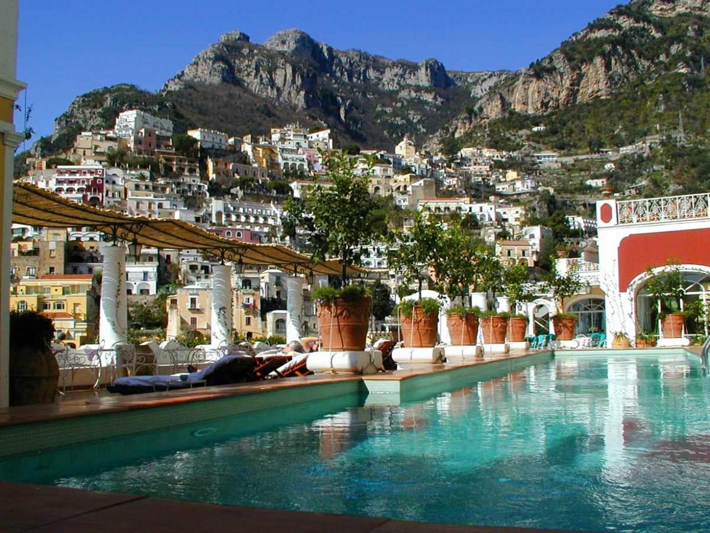 Amalfi-Coast,-Italy-Siren-main-pool