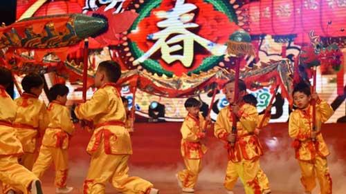 children-dancing-during-chinese-new-year-gala