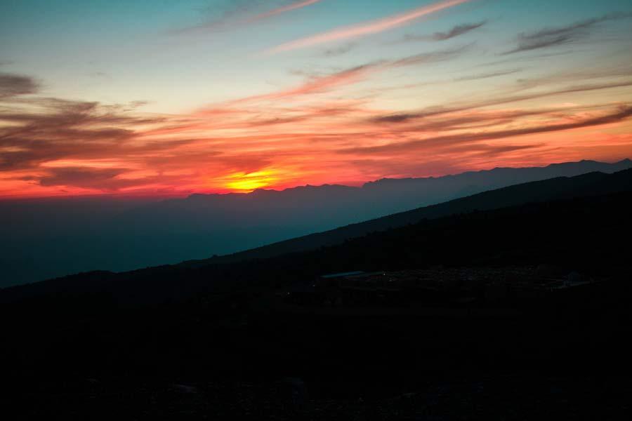 jabal-shams-oman-sunset