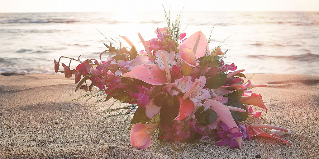 Hawaii wedding Kona bridal bouquet in sand sunset professional photographer
