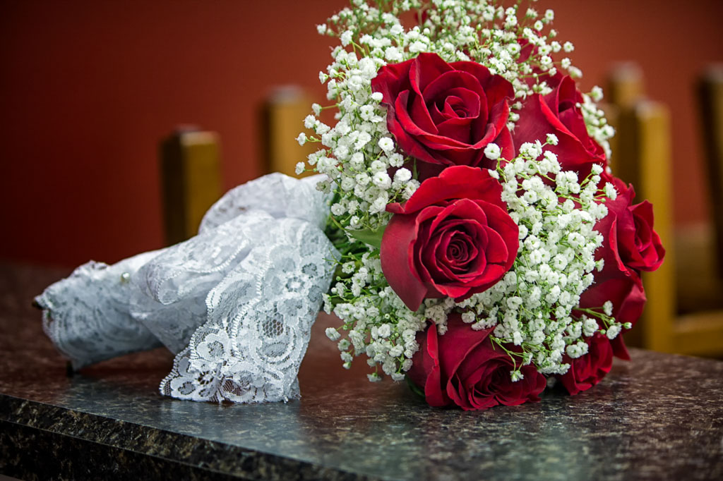 Hawaii Professional Photographer red rose wedding bouquet