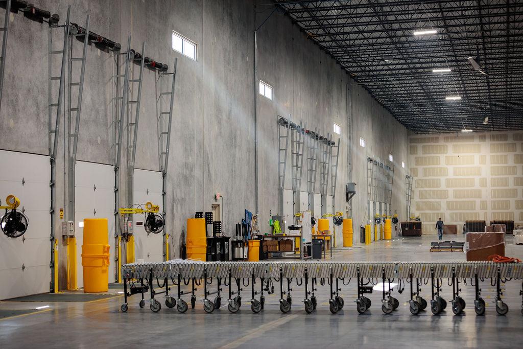 Warehouse transloading banner image