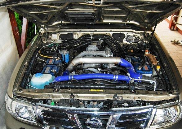 Silnik z Toyoty HDJ w Nissanie Patrolu Y61 - zdj. P.R.
