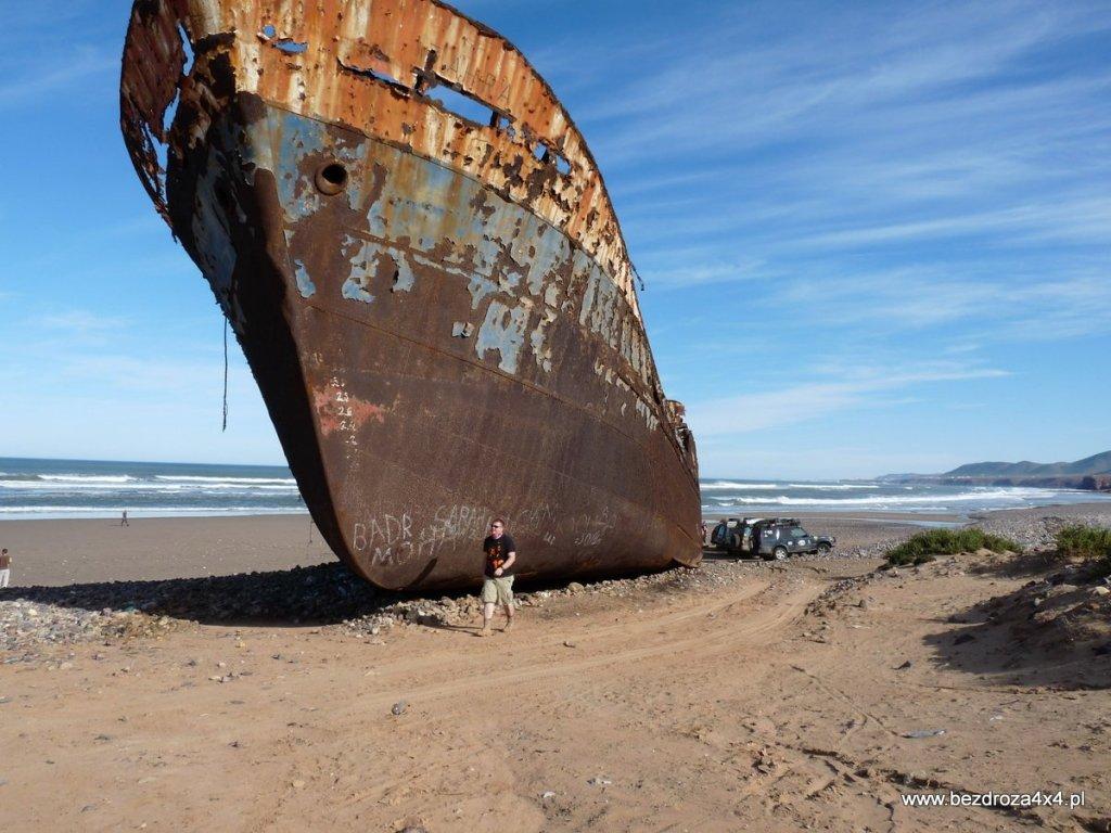 Wrak statku na południowo-zachodnim wybrzeżu Maroka