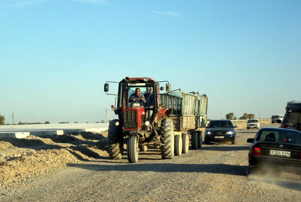 Kolejny objazd i trójkołowy traktor?