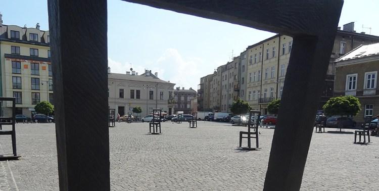 Stoelen Ghetto Krakow - Bezoek Krakau