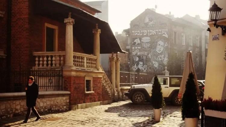 Streetart door brokenfingaz in Kazimierz - Bezoek Krakau