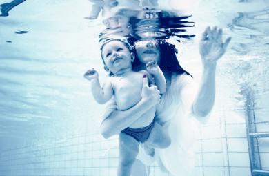 niemowlak na basenie - co zabrać?