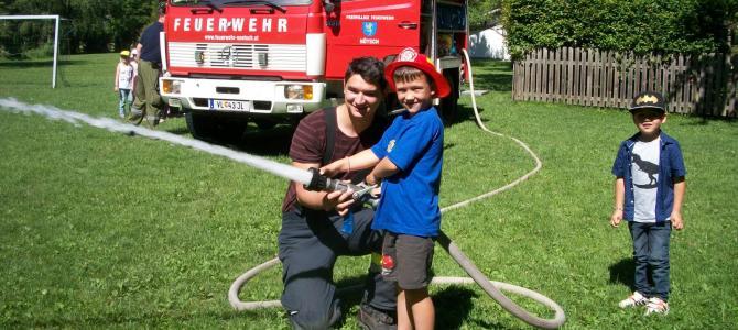 Feuerwehr besucht den Kindergarten Nötsch