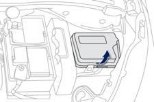 Peugeot 208: Fusibles dans le compartiment moteur