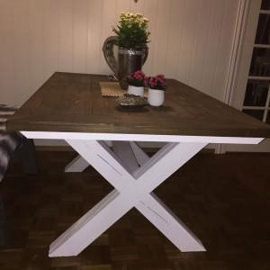 G-Spisebord med innramming beiset-og-vokset