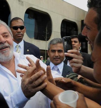 Militantes do PT sugerem 'vaquinha' para compensar bloqueio de previdência do Lula