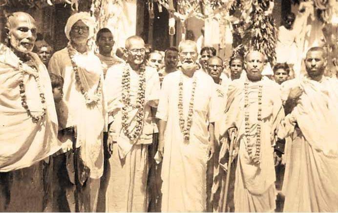 Quando Vaisnavas se encontram, devem debater sobre tattva, e esta era a nossa grande fortuna, ouvir discussões sobre bhakti-tattva de devotos muito eruditos!