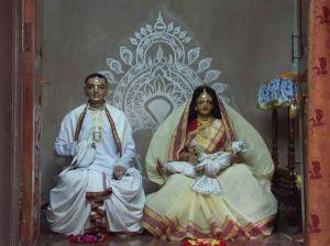 As Deidades de Jagannatha Misra, mãe Saci, e o pequeno Nimai