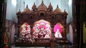 Dársana de Radha, Krsna e Sriman Mahaprabhu no templo de Navadvipa