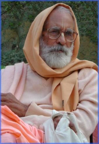 Sri Ramanujacarya aceitou as ordens de seus irmãos espirituais, mas antes de se sentar e agir como acarya, ele foi até cada um de seus irmãos espirituais, por dois meses, quatro meses, seis meses ou um ano, e serviu cada um deles.