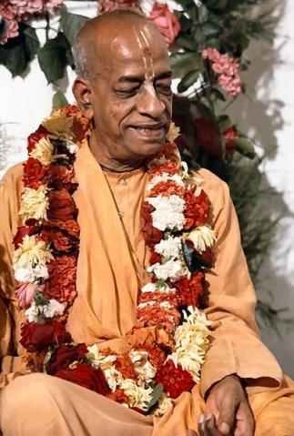 Neste dia Sri Abhaya Carana Bhaktivedanta Swami Maharaja tornou-se um dos fundadores membros da Sri Gaudiya Vedanta Samiti.