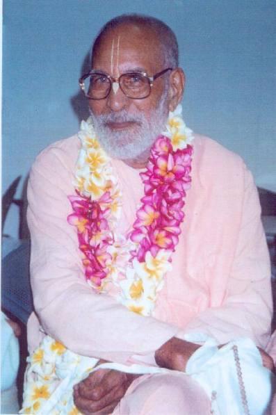 Baladeva Prabhu apareceu depois Jhulana Yatra, em Purnima, o dia da lua cheia, e sete dias depois Sri Krsna apareceu em bhadra-astami, o oitavo dia auspicioso da lua no mês de Bhadra (agosto / setembro).
