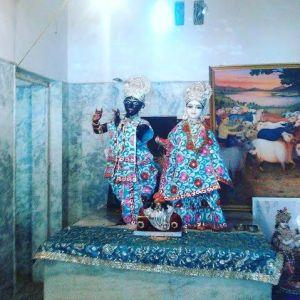 Sri Krsna Balarama em Bhadravana.