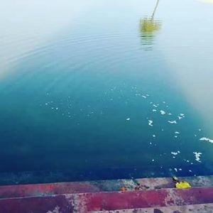 Ela começou a chorar, e a corrente de lágrimas que fluía de seus olhos criaram este lago, ou sarovara.
