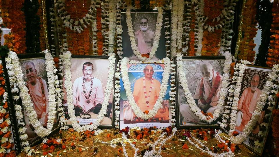 Viraha Mahotsva no templo Sri Giridhari Gaudiya Matha, no Parikrama 2015, Vrindavana.