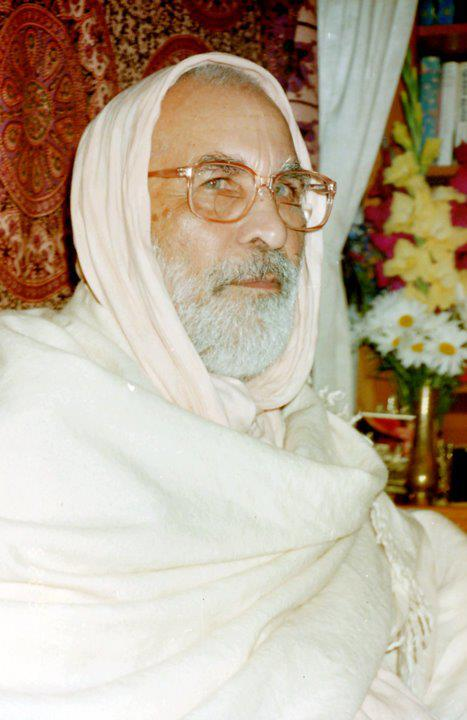 Sri Srimad Bhaktivedanta Narayana Gosvami Maharaja era um grande Rupanuga-ācārya. Seu guru-nistha e guru-seva é o mais extraordinário.