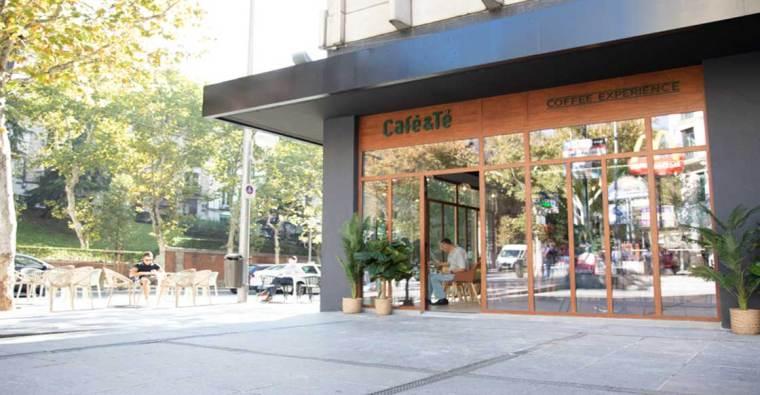 CAFÉ & TÉ DE PLAZA DE LOS CUBOS DE MADRID REABRE SUS PUERTAS COMO LA FLAGSHIP DE LA CADENA