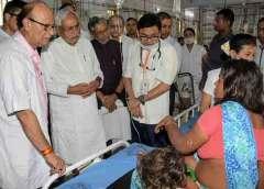 बिहार में चमकी बुखार से बच्चों की मौत हो रही है. बेबस राज्य बस देख रहा है. बिहार के मुजफ्फरपुर जिले में 100 से अधिक बच्चे इस बीमारी से मर चुके हैं. इतने ही इलाज करा रहे हैं, और सौ से कुछ ज्यादा किस्मत वाले स्वस्थ होकर अस्पताल से घर लौट चुके हैं.