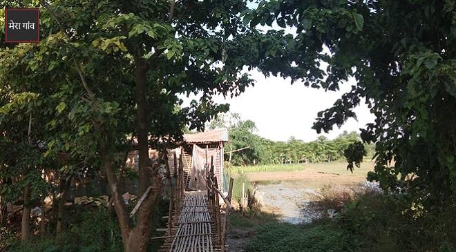 नारायणपुर गांव में सड़कें नहीं है फिर भी चलने में परेशानी नहीं.