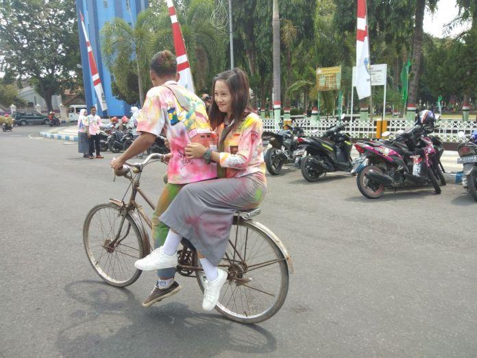 Rayakan Kelulusan Ratusan Siswa Konvoi Menggunakan Sepeda Pedal