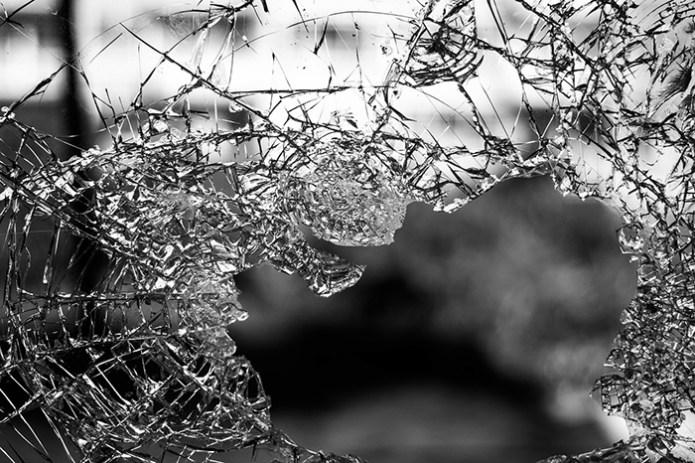 Pecah Kaca Mobil Nasabah Bank, Kawanan Pencuri Gasak Satu Kresek Uang