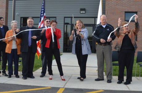 Veterinary Sciences ribbon cut-2